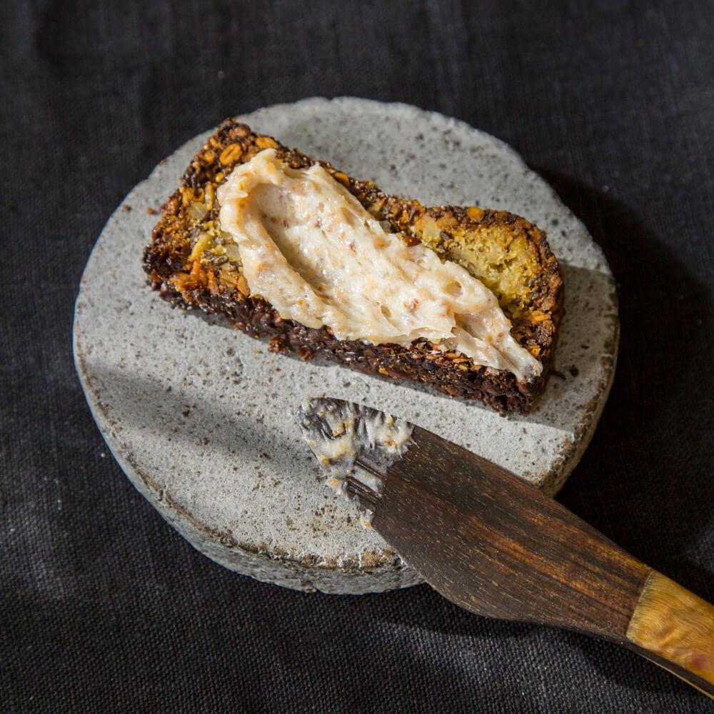 Griebenschmalz von Nobelhart und Schmutzig auf Brot
