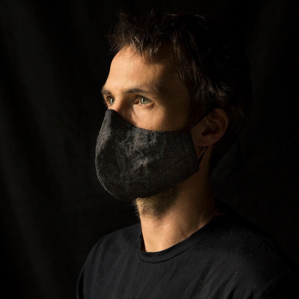 Mundnasenschutz von Jay Matthew Barry in grau fein gemustert