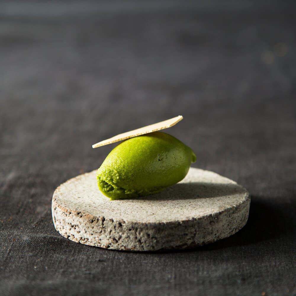 Sauerampfersorbet von Nobelhart und Schmutzig auf einem Teller