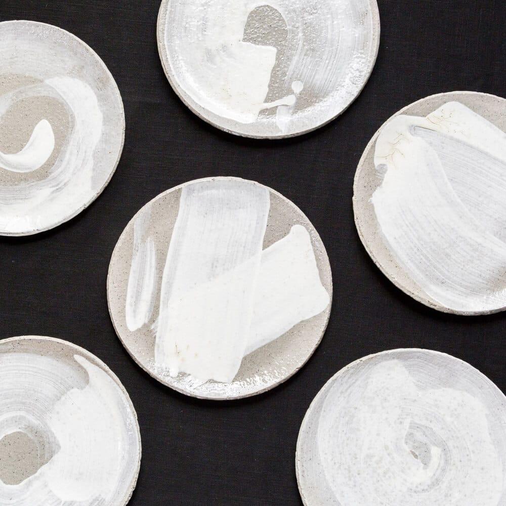 Großer Teller mit weißer Glasur von Dirk Aleksic