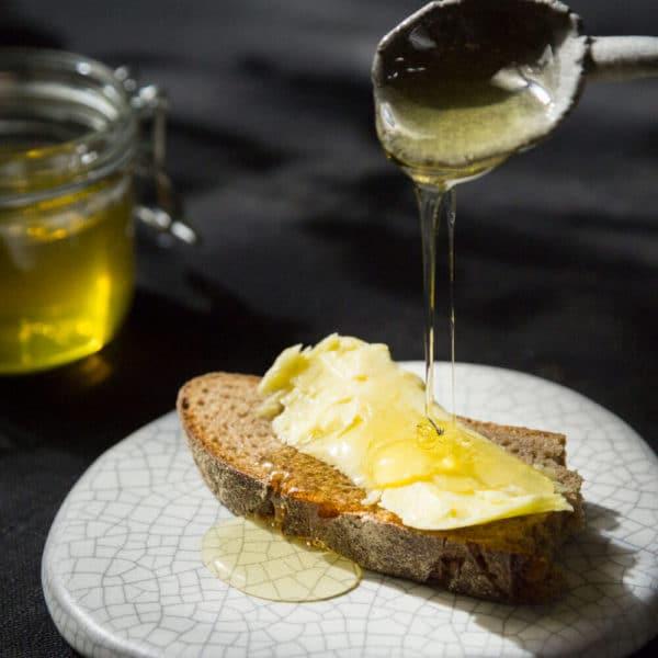 Honig aus dem Forsthaus Strelitz aufs Brot