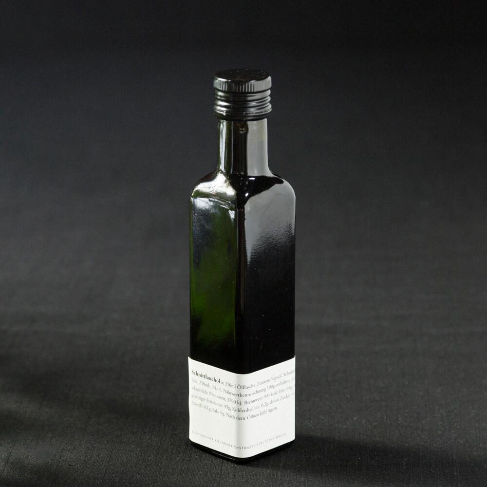 Schnittlauchöl in Flasche