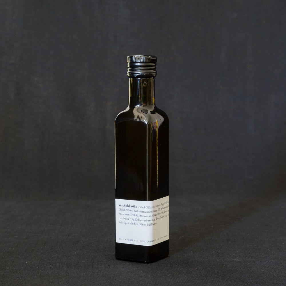 Öl vom wilden Wacholder in der Flasche