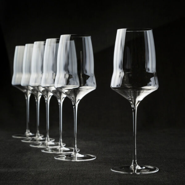6 white wine glasses