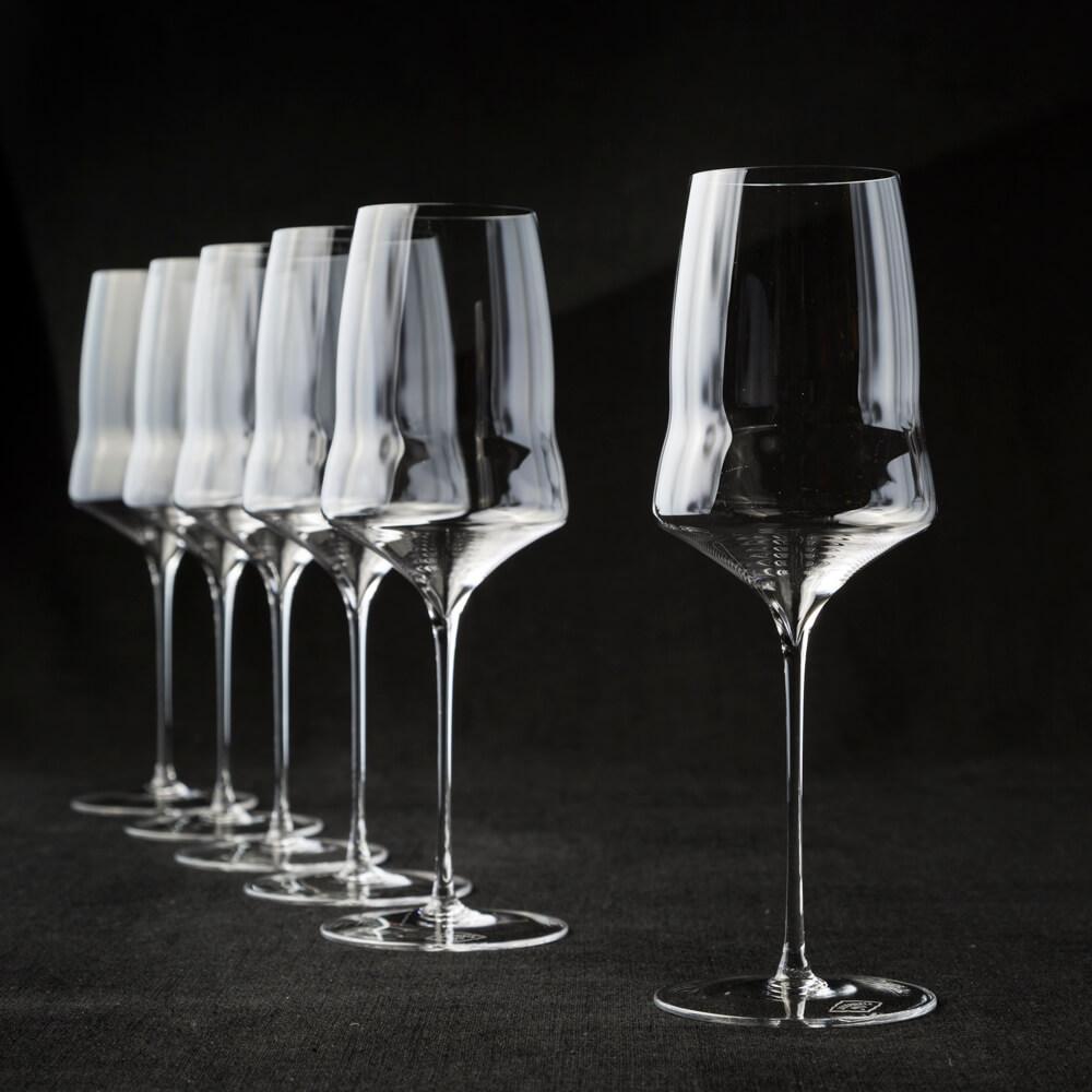 6 white wine glasses